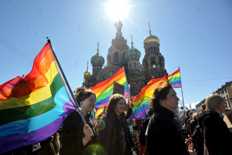 Gay rights activists march in St. Petersburg May 1, 2013