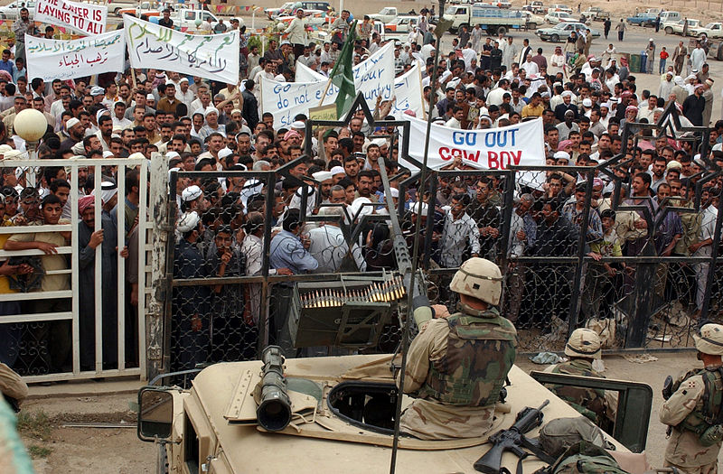 Iraqis protest U.S. occupation in 2004