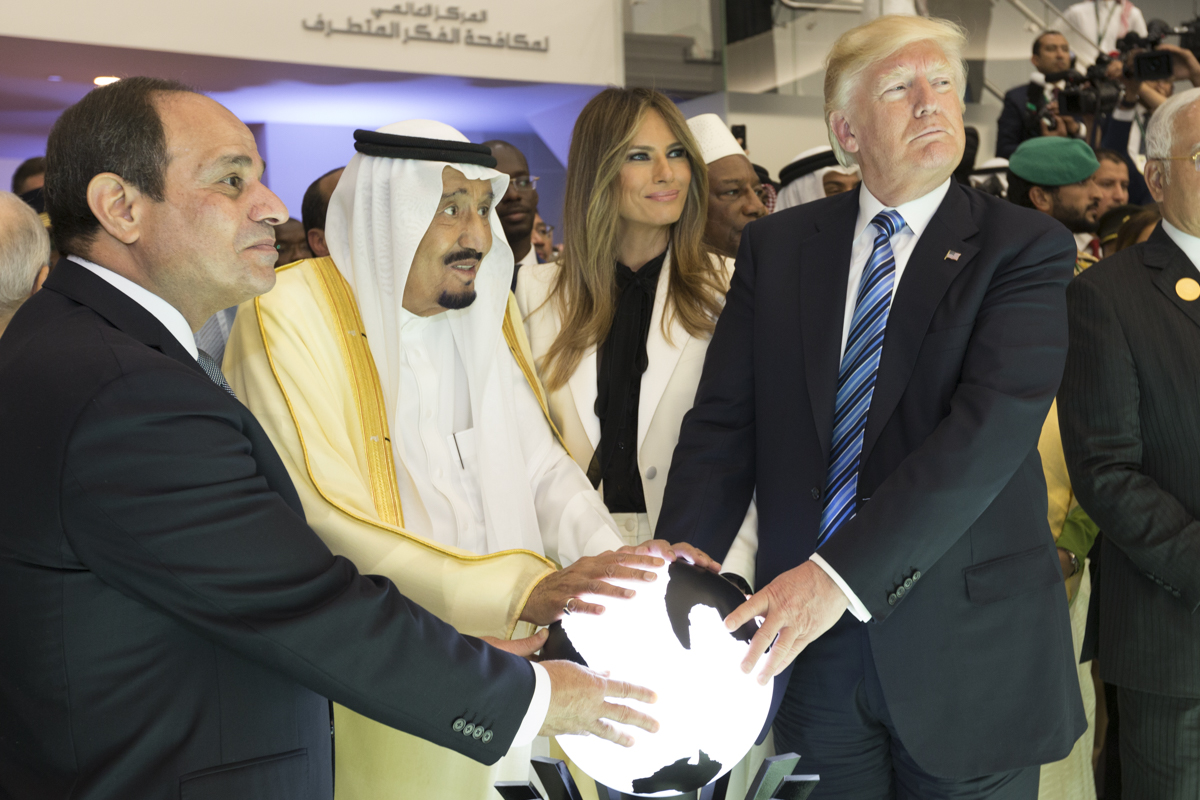 Trump and King Salman bin Abdulaziz Al Saud of Saudi Arabia, and the President of Egypt, Abdel Fattah Al Sisi, Sunday, May 21, 2017. (Official White House Photo by Shealah Craighead). Source: Wikimedia Commons.