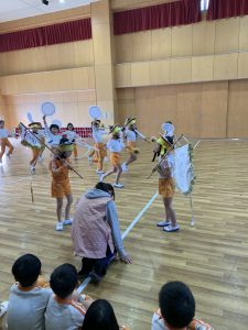 Kindergartners perform traditional Korean song and dance in a Chongryon elementary school.